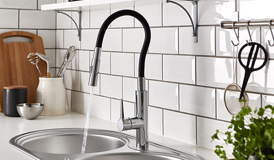 This kitchen tap has a unique flexible spout which can be bent into any shape. it'll stay in place hands-free while you continue to work in the kitchen.