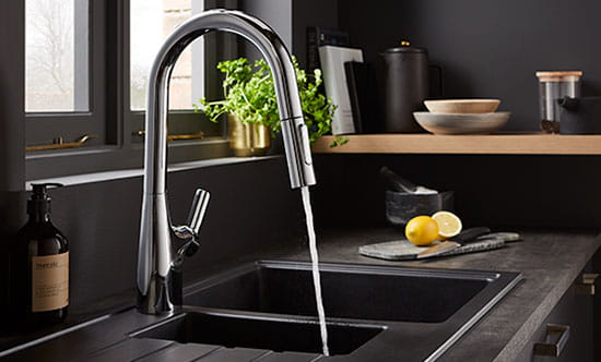 The professional tap with a pull out spout that retracts, rotates and docks automatically.