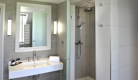 Belfry Hotel Bathroom